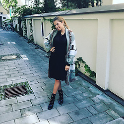 """Cathy Fischer releases a photo on Instagram with the following caption: """"On my way to one of my favorite cities - Hamburg \ud83d\ude0d (that is the the reason for my coat as it is always colder and rainy \ud83d\ude06\ud83d\ude0d) for meeting my best friend and guess what: tomorrow I attend the show Das! in NDR! I would be very happy if you guys watched \ud83d\ude0d It starts at 18:45 o' clock! And the recipe for the zucchini pizza crust you find on my Instagram stories \ud83d\udc95Good job of @aussenrist15 \ud83d\ude0d"""". Photo Credit: Instagram *** No USA Distribution *** For Editorial Use Only *** Not to be Published in Books or Photo Books ***  Please note: Fees charged by the agency are for the agency's services only, and do not, nor are they intended to, convey to the user any ownership of Copyright or License in the material. The agency does not claim any ownership including but not limited to Copyright or License in the attached material. By publishing this material you expressly agree to indemnify and to hold the agency and its directors, shareholders and employees harmless from any loss, claims, damages, demands, expenses (including legal fees), or any causes of action or allegation against the agency arising out of or connected in any way with publication of the material."""