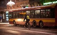 15.01.2014 Warszawa N/z kurier rowerowy na ulicy Krakowskie Przedmiescie fot Michal Kosc / AGENCJA WSCHOD