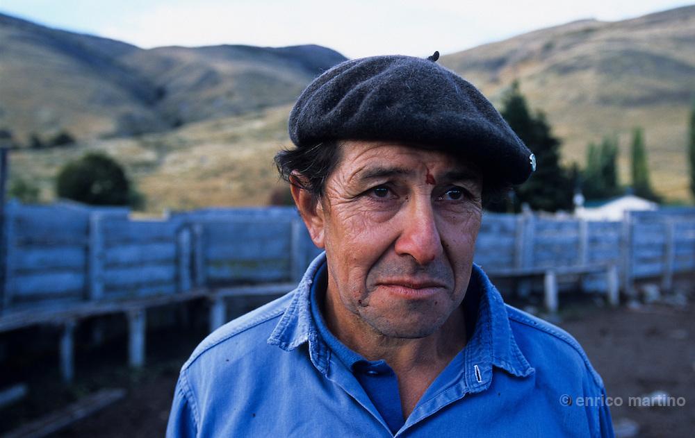 El Calafate, estancia Nibepo Aike inside Glaciares Nat. Park. Antonio the capatàz, gauchos leader.