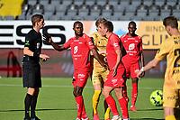 Fotball , 5.juli 2020 , Eliteserien , Bodø/Glimt - Brann<br /> Brann diskuterer med dommeren ,er ved Gilbert Koomson og  Amer Ordagic