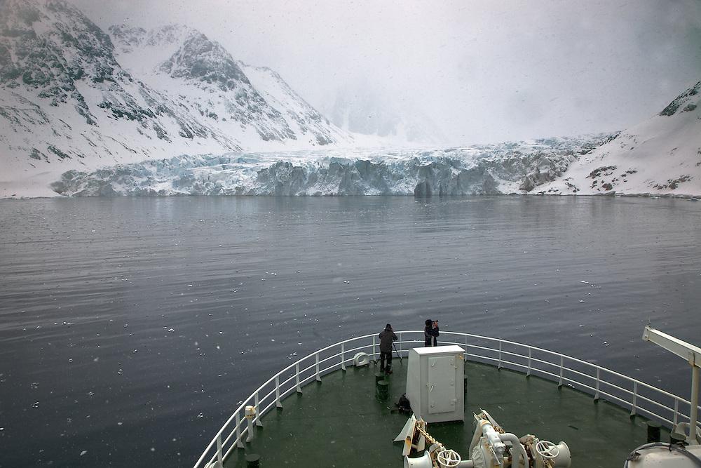 Áritco. Islas Svalbards.Glaciar en el fiordo Magdalena..© JOAN COSTA