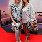 NLD/Amsterdam/20080716 - Premiere Wall-E, zwangere Bridget Maasland met styliste Monique Verkaart