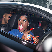 NLD/Rotterdam/20161016 - Premiere Van je Familie moet je het Hebben van Jandino Asporaat, aankomst Jandino als Judeska in een Rolls Royce