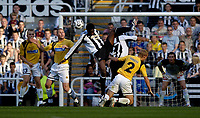 Fotball<br /> Intertoto Cup<br /> 15.07.2006<br /> Newcastle United v Lillestrøm<br /> Foto: Jed Wee/SBI/Digitalsport<br /> NORWAY ONLY<br /> <br /> Newcastle's Shola Ameobi is crowded out.