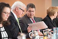 14 JAN 2014, BERLIN/GERMANY:<br /> Frank-Walter Steinmeier (L). SPD, Bundesaussenminister, und Sigmar Gabriel (R), SPD, Bundeswirtschaftsminister, im Gespraech, vor Beginn der Kabinettsitzung, Bundeskanzleramt<br /> IMAGE: 20150114-01-029<br /> KEYWORDS: Sitzung, Kabinett, Gespräch