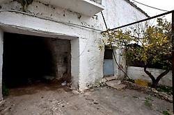Crispiano, marzo 2013.Casolare, masseria contrada Vallenza.Abitazione e terre coltivatori e allevatori nelle campagne di Crispiano direzione Massafra
