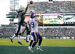 October 7, 2018 - Philadelphia, PA, USA - Adam Thielen (19) caught a 3-yard touchdown pass from Kirk Cousins while being defended by Ronald Darby (21) in the second quarter. .... .. ] CARLOS GONZALEZ • cgonzalez@startribune.com – October 7, 2018, Philadelphia, PA, Lincoln Financial Field, NFL, Minnesota Vikings vs. Philadelphia Eagles (Credit Image: © Carlos Gonzalez/Minneapolis Star Tribune via ZUMA Wire)