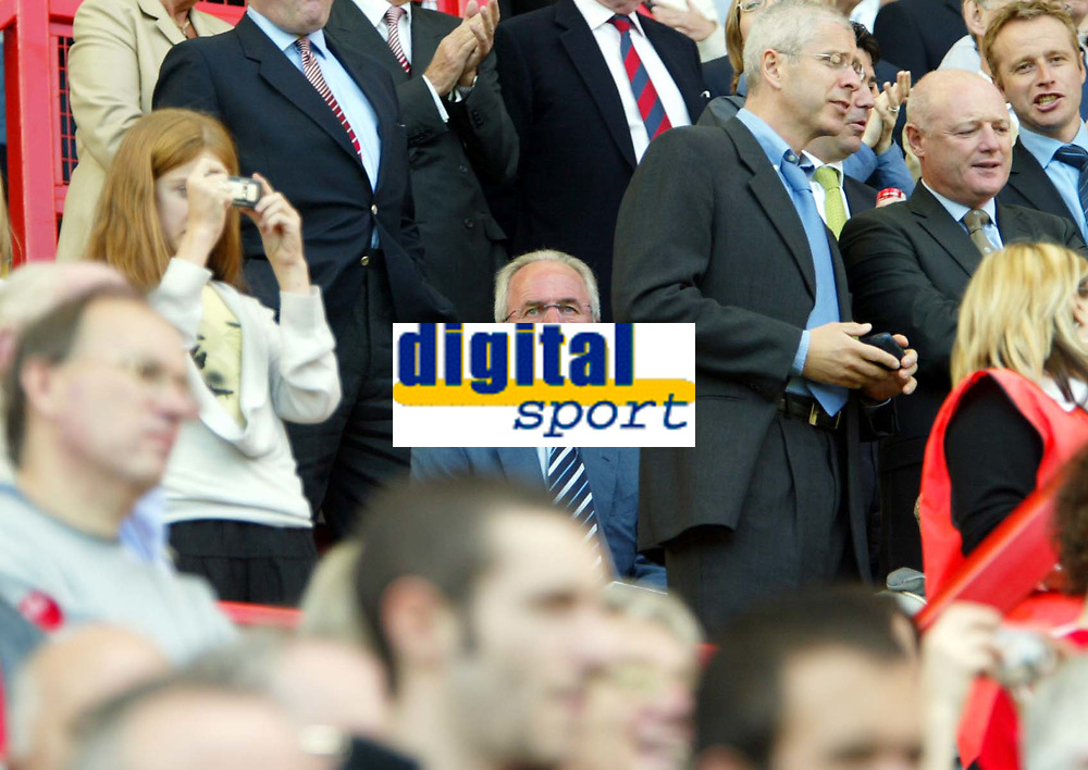 Photo: Chris Ratcliffe.<br />Charlton Athletic v Chelsea. The Barclays Premiership. 17/09/2005.<br />Sven stays sitting down at the Valley