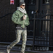 NLD/Amsterdam/20150131 - Adam Lambert van de Popgroep Queen en een vriend wandelend door Amsterdam - Adam Lambert of the popgroup Queen strolling trough Amsterdam with a friend,