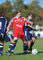 Ingrid Camilla Fosse Sæthre, Bjørnar. Camilla Huse, Athene Moss. Kvinnefotball: Athene Moss - Bjørnar 4-0. Polygramserien 1999. 9. oktober 1999. (Foto: Peter Tubaas)