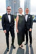 Amsterdam Diner 2019, actief een bijdrage te willen leveren aan een wereld zonder aids.<br /> <br /> Op de foto:  Prinses Mabel van Oranje en  Viktor & Rolf ,Viktor Horsting en Rolf Snoeren
