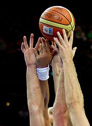 10-10-2011 ALGEMEEN: HANDEN IN DE SPORT: AL OVER THE WORLD<br /> Handshaking, handen, signs, handje klap, begroeting, handshaking, yell, bal, vreugde, hands, celebrate, sport, sports, basketbal, item<br /> ©2012-FotoHoogendoorn.nl