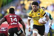 Hurricanes Ardie Savea makes a break in the Super Rugby match, Hurricanes v Crusaders, Sky Stadium, Wellington, Sunday, April 11, 2021. Copyright photo: Kerry Marshall / www.photosport.nz