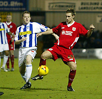 Photo: Chris Ratcliffe.<br />Colchester United v Bristol City. Coca Cola League 1. 17/01/2006.<br />City's David Noble (R) battles with Colchester's Gareth Williams.