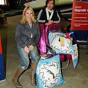 NLD/Amsterdam/20051208 - BN´ers beschilderen Martinair vliegtuigstoelen, actie Pimp my Chair voor de veiling SOS Kinderdorpen, Fiona Hering en Piet Paris
