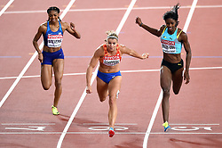 Dafne Schippers of the Netherlands crosses the finish line in first place - Mandatory byline: Patrick Khachfe/JMP - 07966 386802 - 11/08/2017 - ATHLETICS - London Stadium - London, England - Women's 200m Final - IAAF World Championships