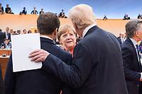 07 JUL 2017, HAMBURG/GERMANY:<br /> Emmanuel Macron (L), Praesident Frankreich, Angela Merkel (M), CDU, Bundeskanzlerin, und Donald Trump (R), Praesident Vereinigte Staatsn von America, USA, im Gesprech, vor Beginn der 1. Arbeitssitzung, G20 Gipfel, Messe<br /> IMAGE: 20170707-01-030<br /> KEYWORDS: G20 Summit, Deutschland, Gespräch