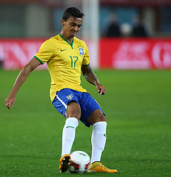 18.11.2014, Ernst Happel Stadion, Wien, AUT, Freundschaftsspiel, Oesterreich vs Brasilien, im Bild Luiz Gustavo (BRA) // during the friendly match between Austria and Brasil at the Ernst Happel Stadion, Vienna, Austria on 2014/11/18. EXPA Pictures © 2014, PhotoCredit: EXPA/ Thomas Haumer