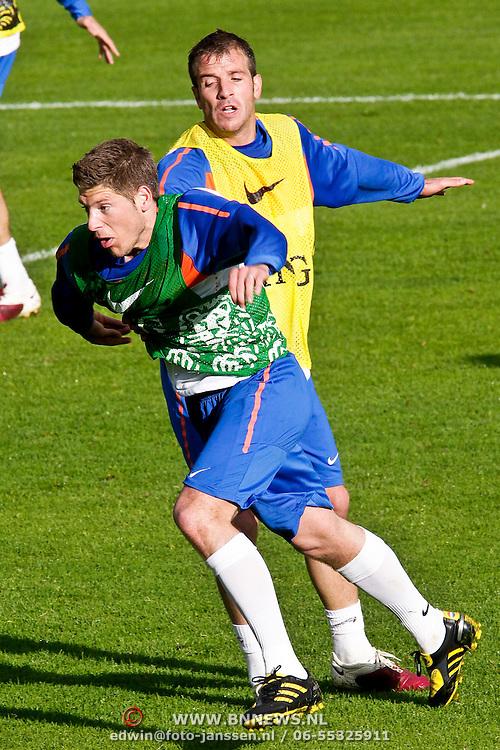 AUS/Seefeld/20100529 - Training NL Elftal WK 2010, Raphael van der Vaart in duel met Stijn Schaars