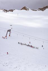 THEMENBILD - Skifahrer im Sommer am Kitzsteinhorn, aufgenommen am 16. Juli 2019 in Kaprun, Österreich // Skiers in summer at the Kitzsteinhorn, Kaprun, Austria on 2019/07/16. EXPA Pictures © 2019, PhotoCredit: EXPA/ JFK