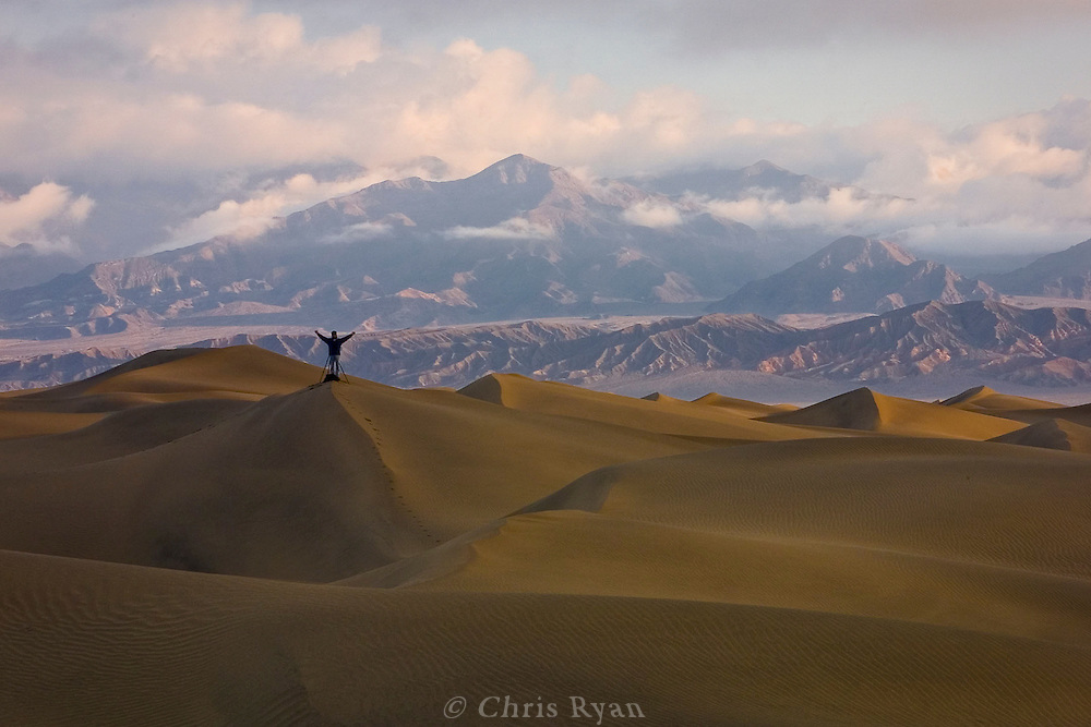 Awaiting the sunrise, Death Valley