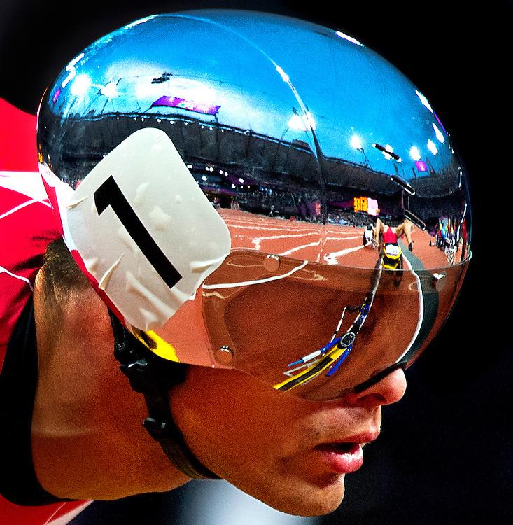 Engeland, Londen, 31-08-2012.<br /> Paralympische Spelen.<br /> Atletiek, Mannnen, 5000 meter T54, Serie.<br /> Marcel Hug uit Zwitserland tijdens de race met de weerspiegeling van het Olympisch Stadion in zijn helm.<br /> Foto : Klaas Jan van der Weij