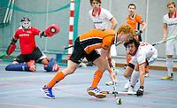 ARNHEM - Thijs Bams van OZ tegen Rood-Wit. , De Mannen van Oranje-Zwart tijdens de eerste dag van de zaalhockey competitie in de hoofdklasse, seizoen 2013/2014. COPYRIGHT  KOEN SUYK