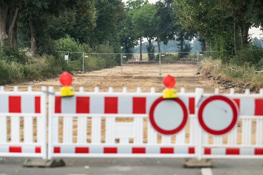Keyenberg, DEU, 09.08.2020<br /> <br /> Die Reste der von RWE abgerissenen Landstrasse L277 zwischen Keyenberg und Lützerath am Rand des Braunkohletagebaus Garzweiler<br /> <br /> Foto: Bernd Lauter/berndlauter.com