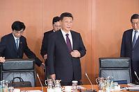 05 JUL 2017, BERLIN/GERMANY:<br /> Xi Jinping (M), Staatspraesident der Volksrepublik China, zu Beginn eines Treffens mit Bundeskanzlerin M erkel, Kleiner Kabinettsaal, Bundeskanzleramt<br /> IMAGE: 20170705-01-004