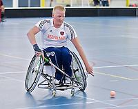 BREDA - Paragames 2011 Breda. Nick van Kuijk  zaterdag tijdens  de interland Nederland-Duitsland  bij het 4-landentoernooi Wheelchair Floorball Hockey, het  Nederlands handvoortbewogen rolstoelhockeyteam.  ANP COPYRIGHT KOEN SUYK
