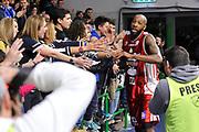 DESCRIZIONE : Campionato 2014/15 Dinamo Banco di Sardegna Sassari - Giorgio Tesi Group Pistoia<br /> GIOCATORE : Tony Easley<br /> CATEGORIA : Saluti<br /> SQUADRA : Dinamo Banco di Sardegna Sassari<br /> EVENTO : LegaBasket Serie A Beko 2014/2015<br /> GARA : Dinamo Banco di Sardegna Sassari - Giorgio Tesi Group Pistoia<br /> DATA : 01/02/2015<br /> SPORT : Pallacanestro <br /> AUTORE : Agenzia Ciamillo-Castoria / Luigi Canu<br /> Galleria : LegaBasket Serie A Beko 2014/2015<br /> Fotonotizia : Campionato 2014/15 Dinamo Banco di Sardegna Sassari - Giorgio Tesi Group Pistoia<br /> Predefinita :