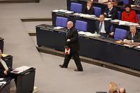 21 FEB 2002, BERLIN/GERMANY:<br /> Ernst Hinsken, MdB, CSU, moechte der Regierung eine rote Laterne, ein Schlusslicht der Eisenbahn, ueberreichen (hier auf dem Rueckweg zu seinem Platz), waehrend der Rede von BM Werner Mueller zur Bundestagsdebatte zur wirtschaftlichen Lage der Bundesrepublik, Plenum, Deutscher Bundestag <br /> IMAGE: 20020221-01-004<br /> KEYWORDS: Lampe, Schlusslicht