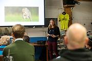Aniek Rooderkerken vertelt over haar ervaringen me het rijden in de VeloX 8. In september 2017 verbrak zij het Nederlandse sprintrecord op de fiets met 121,52 kilometer per uur. In Utrecht wordt bij fietsenwinkel CycleWorks een wielercafe gehouden. Fietsliefhebbers horen daar verhalen over het wielrennen en krijgen tijdens het 'technisch kwartiertje' uitleg over onderhoud.