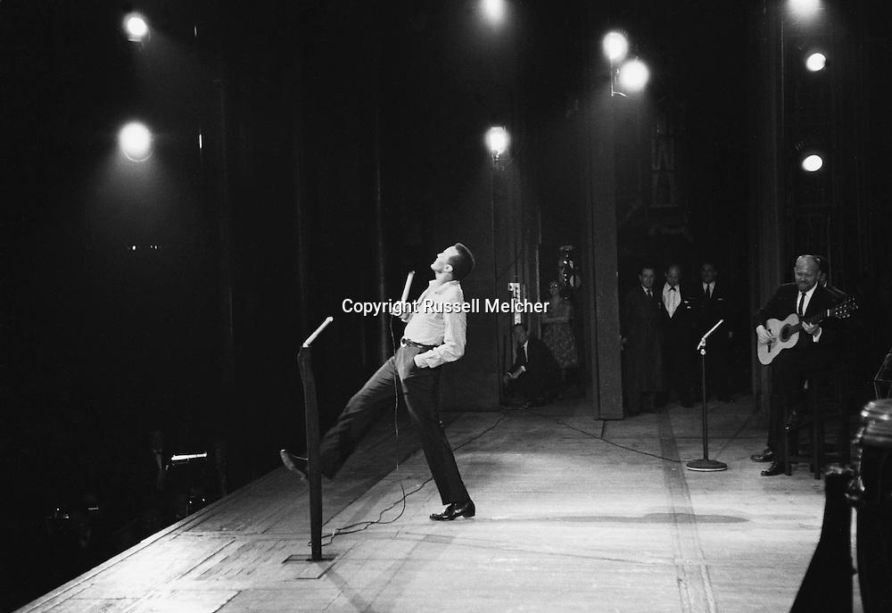 Harry Belafonte rehearsing for his show in the Palais de Chaillot in Paris, France.<br /> <br /> Paris.1958 .<br /> Harry Belafonte répete sur la scène du Palais de Chaillot avant son concert
