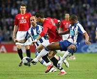 20090415: PORTO, PORTUGAL - FC Porto vs Manchester United: Champions League 2008/2009 – Quarter Finals – 2nd leg. In picture: Fernando (R), Cristiano Ronaldo, and Raul Meireles (L). PHOTO: Manuel Azevedo/CITYFILES