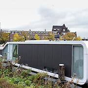 NLD/Amsterdam/20121018- Woonboot in de Amstel Amsterdam met uitzonderlijke vorm,