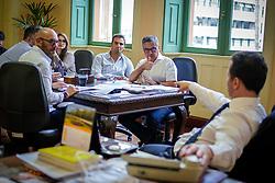 O Prefeito Nelson Marchezan Junior em reunião com o secretário extraordinário de Mobilidade Urbana de Porto Alegre, Rodrigo Mata Tortoriello para tratar da passagem de ônibus. FOTO: Jefferson Bernardes