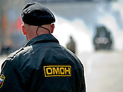 Die von der russischen Spezialeinheit OMON (OMOH)  abgesperrte Prachtstrafle Twerskaja vor dem Beginn der grˆflten Milit‰rparade in Ruflland seit Ende der Sowjetunion 1991 (9.Mai 2008)...Street blocked by the Russian Special Purpose Police Squad OMON shortly before the Victory Day parade started (took place the 9th of May 2008) which showcased military hardware for the first time since the Soviet collapse.