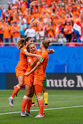 15-06-2019 FRA: Netherlands - Cameroon, Valenciennes<br /> FIFA Women's World Cup France group E match between Netherlands and Cameroon at Stade du Hainaut / Vivianne Miedema #9 of the Netherlands scores 1-0, Lieke Martens #11 of the Netherlands, Daniëlle van de Donk #10 of the Netherlands