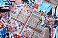Torhueter Marco Streit, Loic Burkhalter, Stacy Roest, Sebastien Reuille, Michel Riesen, Sandro Tschuor und Raeto Raffainer beim eigenen Tor © Yves Maurer