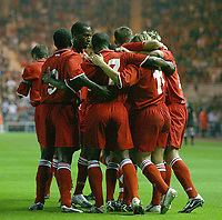 Fotball<br /> Foto: SBI/Digitalsport<br /> NORWAY ONLY<br /> <br /> Middlesbrough v Real Mallorca<br /> Pre-Season Football Friendly, Riverside Stadium, Middlesbrough 04/08/2004.<br /> Middlesbrough's Bolo Zenden (11) is mobbed by his team-mates after scoring the first goal of the game.