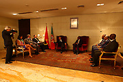 Marcelo Rebelo de Sousa recebido pelo Ministro das Relações Exteriores de Angola, Manuel Augusto, e pela comunidade diplomática portuguesa em Luanda, na sala oficial de recepções do aeroporto de Luanda. O Presidente português efectua uma visita de estado a Angola de 5 a 9 de Março .