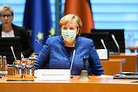 07 OCT 2020, BERLIN/GERMANY:<br /> Angela Merkel, CDU, Bundeskanzlerin, mit Mund-Nase-Maske, vor Beginn der Kabinettsitzung, Internationaler Konferenzsaal, Bundeskanzleramt<br /> IMAGE: 20201007-01-046<br /> KEYWORDS: Sitzung, Kabinett, Corona, Maske, Covid-19, Pandemie,