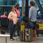 NLD/Schiphol/20130815 - Trijntje Oosterhuis met kinderen en partner Alvin Lewis worden op Schiphol verwelkomd door ex partner Sander van Eeden