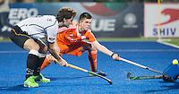 RAIPUR (India) .  Thierry Brinkman (Ned) lukt het niet te scoren  met links Oscar Deecke tijdens de  poulewedstrijd tussen  de mannen van Nederland en Duitsland in het  Hockey World League Finale toernooi .  ANP KOEN SUYK