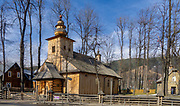 Drewniany kościół MB Częstochowskiej i Św. Klemensa, wybudowany w latach 1847-51, to najstarsza drewniana budowla sakralna w mieście Zakopane.