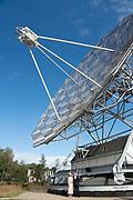 Koning Willem Alexander en Koningin Maxima brengen een streekbezoek aan Zuidwest‐Drenthe. // King Willem Alexander and Queen Maxima pay a regional visit to Southwest Drenthe.<br /> <br /> op de foto:  Koning en Koningin poseren bij de Dwingeloo Radiotelescoop (DRT) staat aan de rand van de Dwingeloosche Heide. /// King and Queen pose at the Dwingeloo Radio Telescope (DRT) is on the edge of the Dwingeloosche Heide.