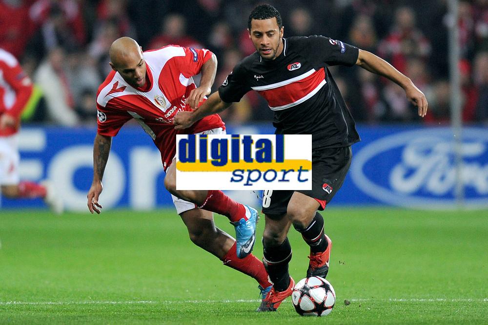 LIEGE LUIK 9/12/2009  SPORT / FOOTBALL / VOETBAL / STANDARD DE LIEGE LUIK - AZ ALKMAAR / BENJAMIN NICAISE - MOUSSA DEMBELE <br />  / UEFA LIGUE DES CHAMPIONS - CHAMPIONS LEAGUE UEFA MATCH GROUP H<br />  / PICTURE BY VINCENT KALUT - JIMMY BOLCINA COPYRIGHT PHOTO NEWS 2009