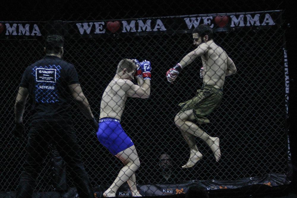 Kampfsport: MMA, We love MMA, Oberhausen, 31.01.2015<br /> Nepomuk Minarik (Alligator Rodeo Team Wuppertal, r.) - Philimon Schibli (Combat Club Cologne)<br /> © Torsten Helmke