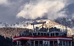 29.01.2019, Planai, Schladming, AUT, FIS Weltcup Ski Alpin, Slalom, Herren, Vorbericht, im Bild Zuschauer am Dach der Hohenhaus Tenne // Spectators on the Roof of the Hohenhaus Tenne during the men's Slalom of FIS ski alpine world cup at the Planai in Schladming, Austria on 2019/01/29. EXPA Pictures © 2019, PhotoCredit: EXPA/ JFK